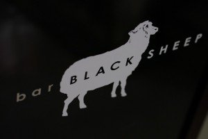 bar BLACK SHEEPの看板