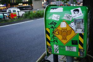 渋谷って謎のステッカー多いですよね