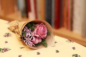 ヒカリエの花屋さんで買った小さな花束