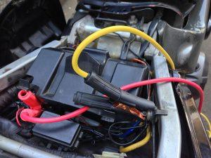 バイク側のバッテリーにはこんな感じで接続