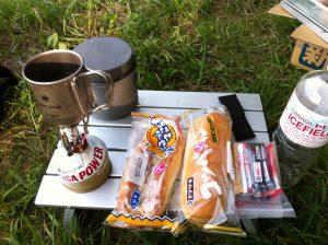 朝ごはんはこんな感じでパンが中心