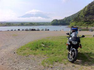 富士山に笠雲が
