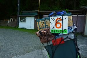 ホームセンターのコンテナボックスでソロキャンプの荷物を運ぶ