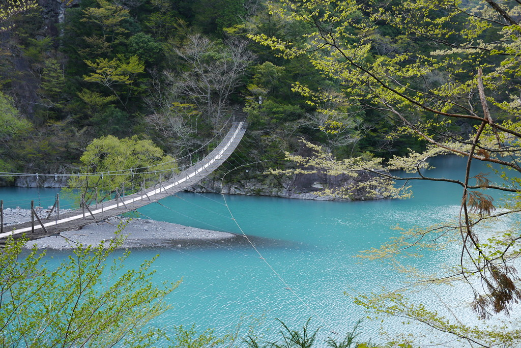 寸又峡の夢の吊橋とエメラルドグリーンの大間ダム