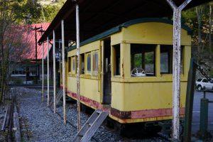 駐車場の片隅にミニ列車が展示してある