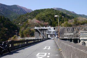 要塞のような井川ダム