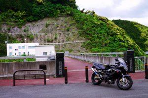 青野大師ダムの前