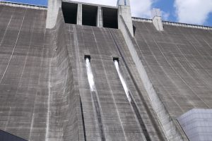宮ヶ瀬ダムの観光放水