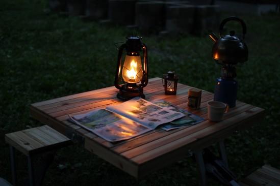 尾瀬の七入オートキャンプ場でランタンを灯す