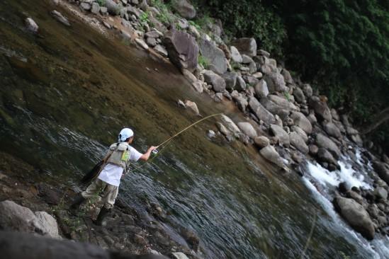 檜枝岐川には釣り人がいた