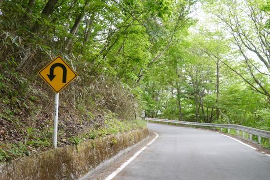 琴川ダムに行く途中のヘアピン