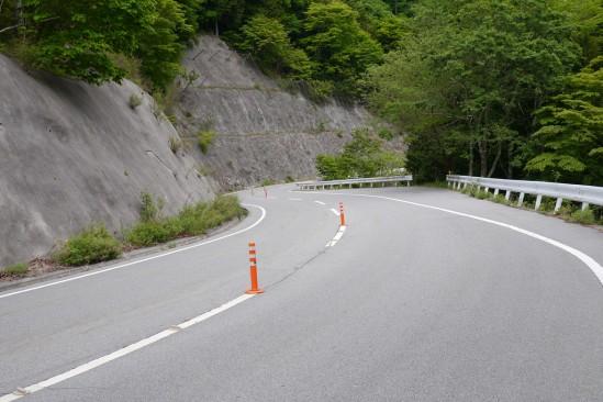 琴川ダムに行く途中のワインディングロード