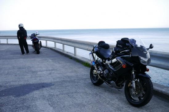 黄昏ネイキッド乗りとボクのバイク