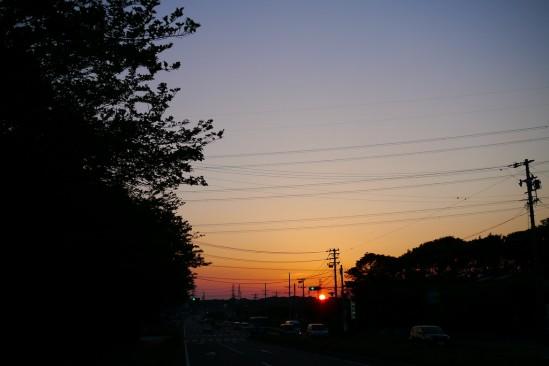 夕暮れ時、太陽が大きい