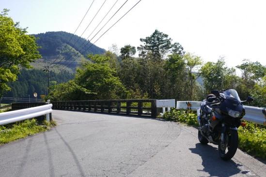 橋とバイク
