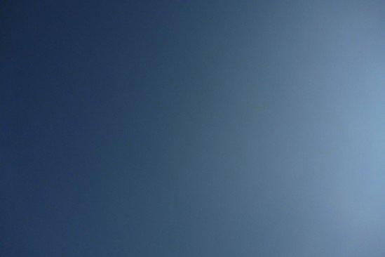 白馬アルプスオートキャンプ場の雲ひとつ無い空