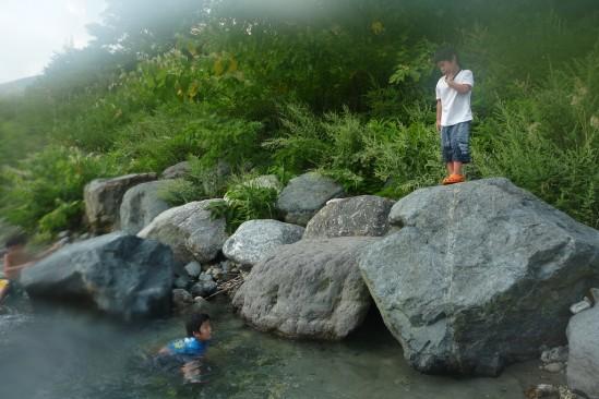 白馬アルプスオートキャンプ場で水遊び (13)