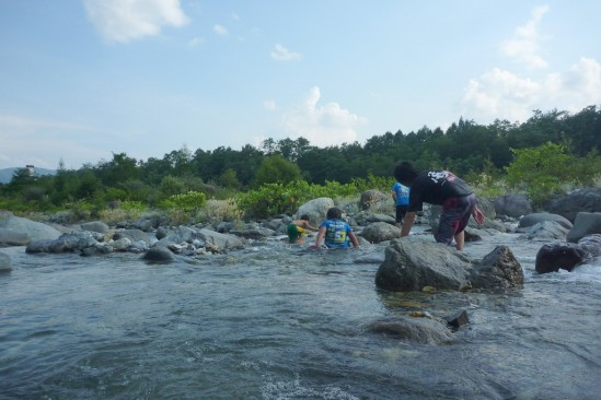 白馬アルプスオートキャンプ場で水遊び (16)