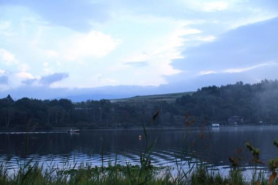 朝のバラギ湖