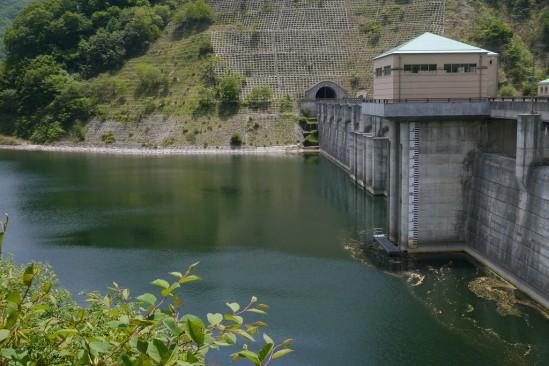 塩川ダムの堤体