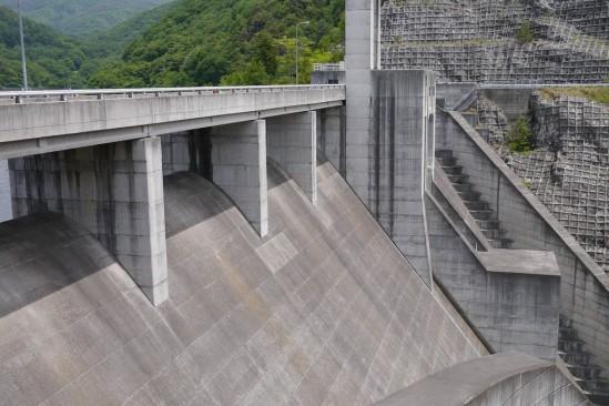 大門ダムの堤体