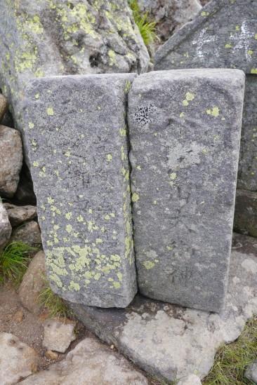 爼嵓の石碑