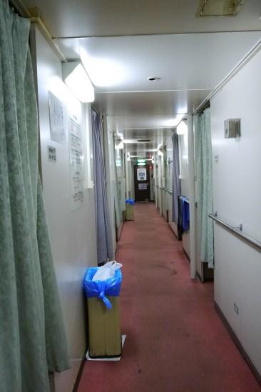 フェリーおおさかの廊下