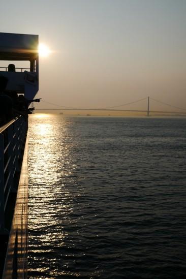 名門大洋フェリーから眺める明石海峡大橋(パールブリッジ)