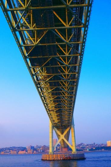 明石海峡大橋(パールブリッジ)の下