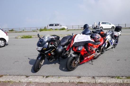 駐車中のバイク