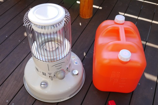 TOYOTOMI RB-25D(W)と灯油ポリタンクと灯油ポンプ