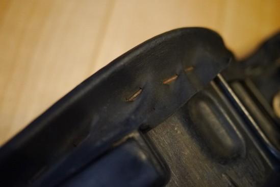 バイクシートの表皮をノンスリップシート表皮に張り替え (9)