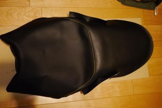 バイクシートの表皮をノンスリップシート表皮に張り替え (17)