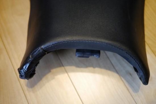 バイクシートの表皮をノンスリップシート表皮に張り替え (7)