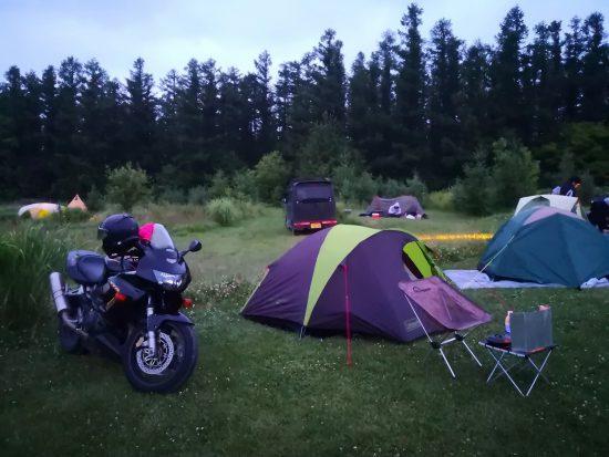 北海道の星に手が届くキャンプ場でアルミポール化した「コールマン コンパクトツーリングテントST 170T7300R」を設営