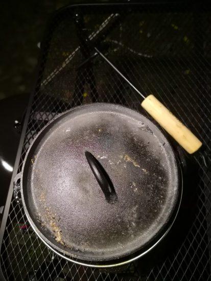 熱々のダッチオーブンもこの通り!