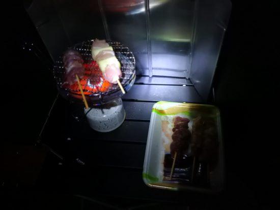 ヘッドライトで暗い晩御飯1