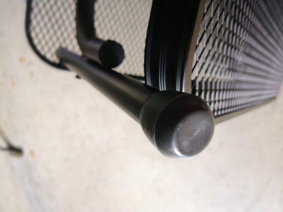キャンパーズコレクション タフライトテーブル TLT-1260(MBK)の脚に24mmのゴムキャップを付けてみた